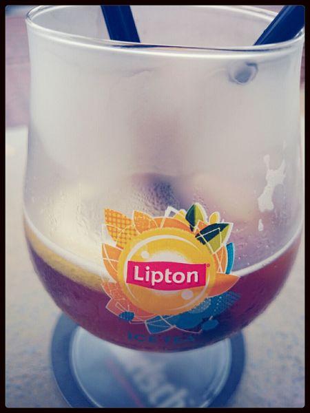 Hving a Lipton Ice Tea en La Terazza