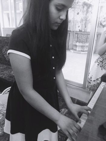 Pianoest The Best Zeina Piano Magic Photography No Filter No Editing Black & White Vintage The Girl