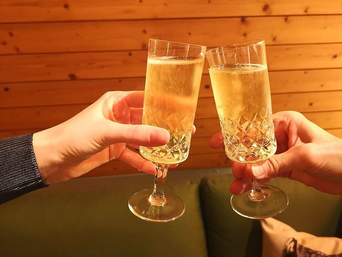 Sparkling Sparkling Wine Prosecco Champagne Cheers Salud! Salud Prost Human Hand Happy Hour Alcohol Friendship Drink Party - Social Event Drinking Glass Cocktail Champagne Celebration