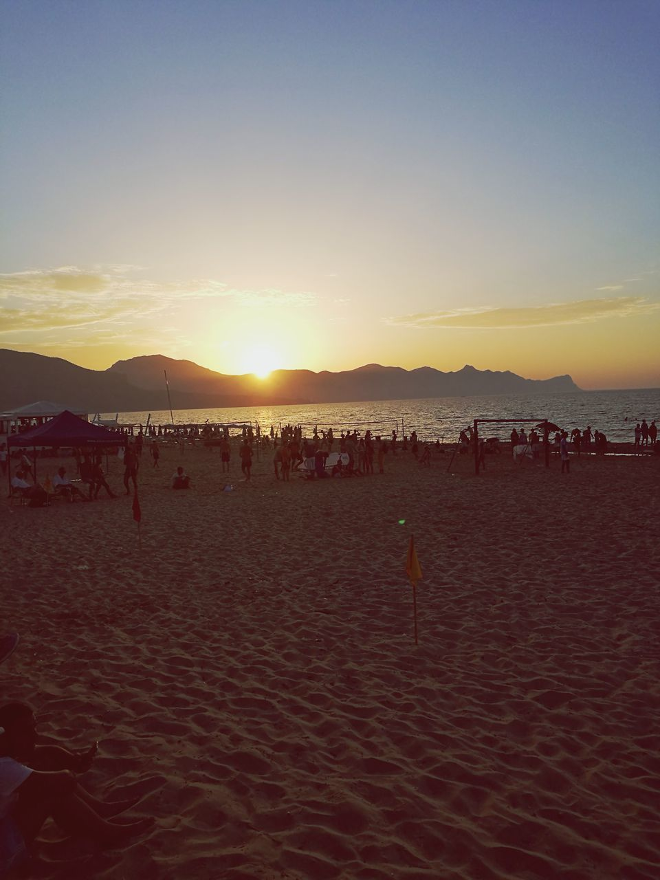 beach, sunset, sand, nature, sea, vacations, large group of people, summer, outdoors, fun, beauty in nature, sun, enjoyment, tranquility, sky, leisure activity, water, scenics, real people, clear sky, people, day
