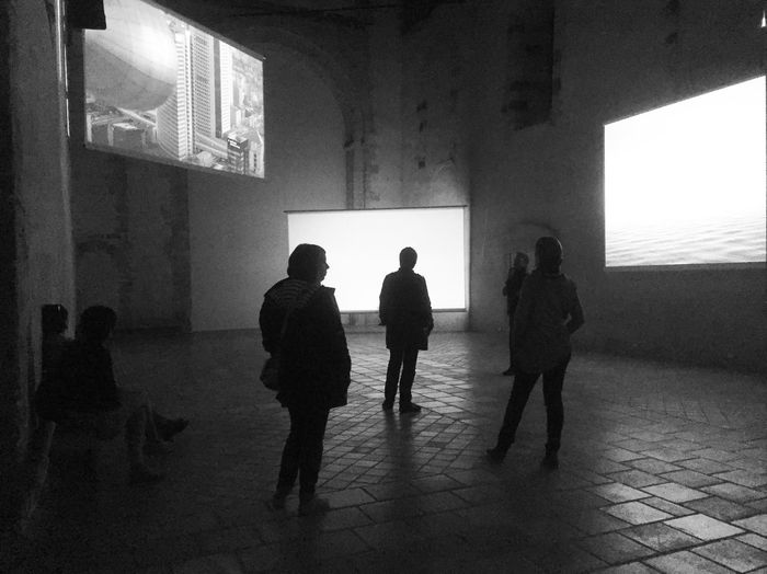 Indoors  Silhouette Silhouettes People People Watching People Watching Art Art Installation Art Inspection Blackandwhite Black And White Black & White Bnw_friday_eyeemchallenge Monochrome Photography Art Contemporain Contemporary Art BYOPaper!