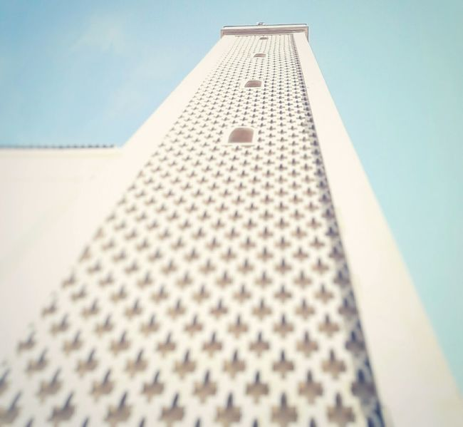 Low Angle View Built Structure No People Close-up Architecture Sky Up Looking Up Bigbuilding High Building Exterior Outdoors First Eyeem Photo Blue Sky Windows Photography Travel City Look Lookup Skyview EyeEm EyeEm Best Shots Day Hanging Out