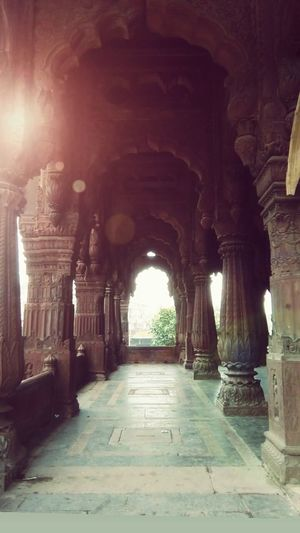 Indore India Chhatri EyeEm Stone Carving Architectural Column History Corridor Arch Architecture Built Structure vanishing point