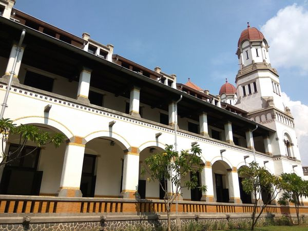 Lawang Sewu is a landmark in Semarang, Central Java, colonial era building is famous as a haunted house, though the Semarang city government has attempted to rebrand it. Lawangsewu Lawang Sewu Lawang Sewu Heritage Building Architecture Colonial Style Horizontal INDONESIA Java Blue Building Exterior Central Java,indonesia Cloud - Sky Color Image Day Indonesia Culture Indonesia Flag Local Landmark Long Angle View Outdoors Photography Visiting Museum White Color