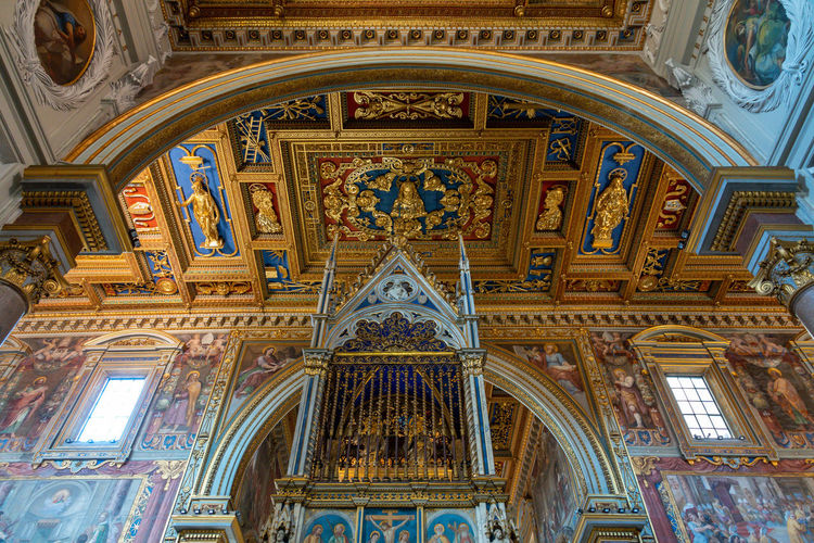 Place Of Worship Religion Built Structure Belief Architecture Art And Craft Spirituality No People Building Indoors  Mural Low Angle View Arch History Travel Destinations Ceiling Ornate Fresco