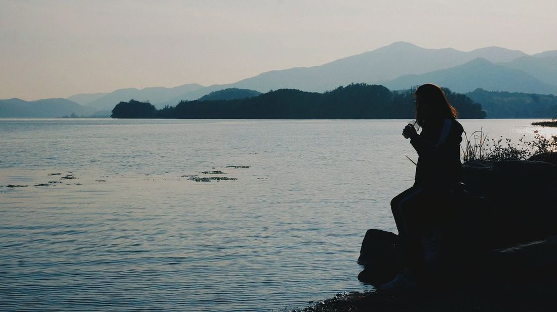 Only Women Mountain One Woman Only Silhouette Lake Landscape People Outdoors One Young Woman Only Nature Women Water Beauty In Nature River River View Riverside River Collection River Walk Korea River Riverscape Yangsuri Yangsuri Park Park Garden Garden And River