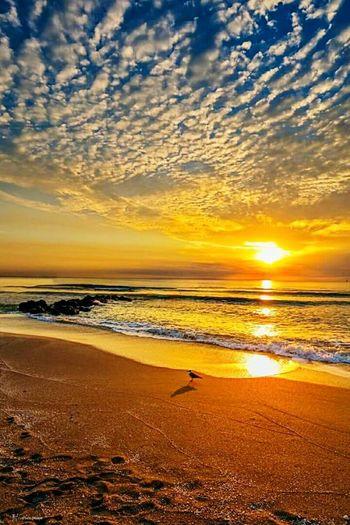 Pantai ini boleh memberi ketenangan dalam diri..