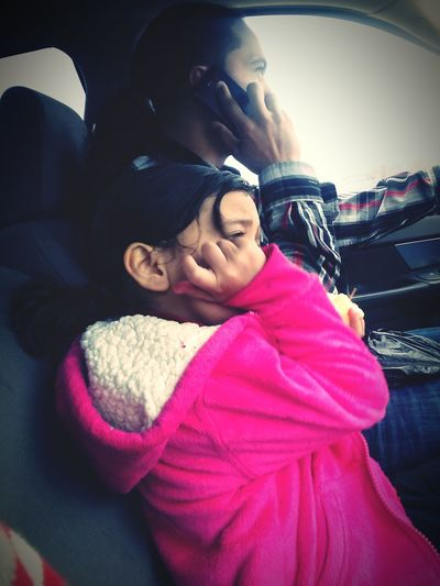 Niece copying her father without noticing..lol ???? Onpoint PHNCALL Likefatherlikedaughter