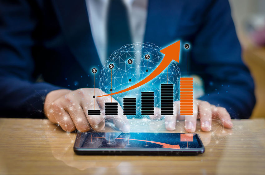 Graph BusinessManagementClass Stock Graph Businessman Businessman In The City Businessman Modern Businessmanagement Close-up Computer Cyberspace Day Human Hand Indoors  Innovation Men Occupation One Person People Technology Wireless Technology Working