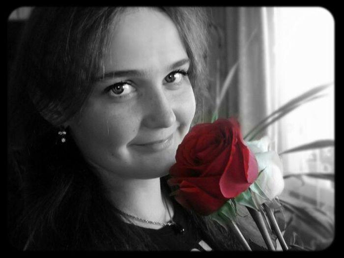 не знал романтик,что она для любви не рождена...