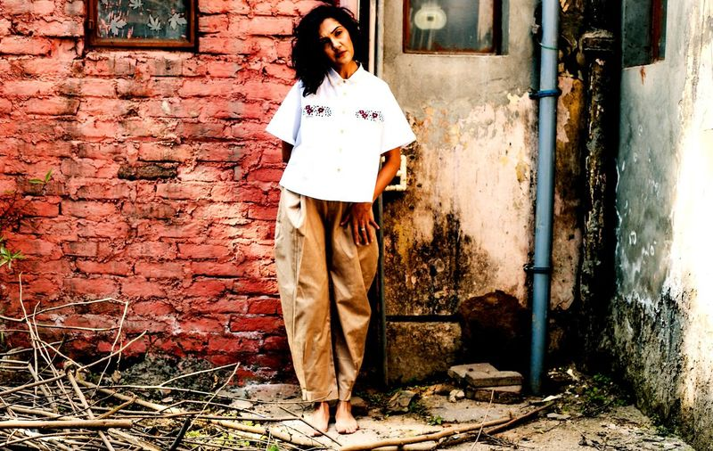 rugged soul The Fashion Photographer - 2018 EyeEm Awards Young Women Full Length Standing Beautiful Woman Front View Architecture Building Exterior Built Structure Casual Clothing Street Art Brick Wall