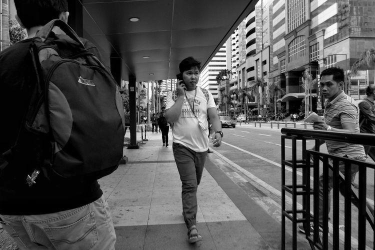 Showcase March Everydayphotography Streetlife Peopleinthestreet Dailylife EverydayStreet Candid Street Fujixseries Fujixm1