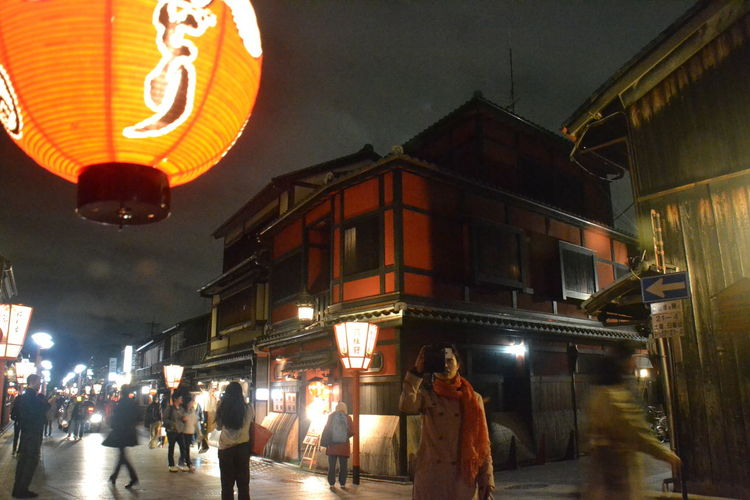 Enjoying The Night Gion, Kyoto Nice Atmosphere Night Shot Outdoor Photography Outdoors Street Light Photography Street Photography The Street Photographer - 2017 EyeEm Awards The Great Outdoors - 2017 EyeEm Awards EyeEmNewHere The Architect - 2017 EyeEm Awards