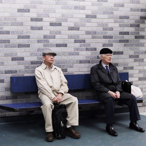 Matching strangers in Montreal's subway station, Place-des-Arts. Montréal Traveling Travel Photography Subway People Street Photography Streetphotography Candid Strangers In Transit People Photography Peoplescreatives Postthepeople Showcase July Canonphotography