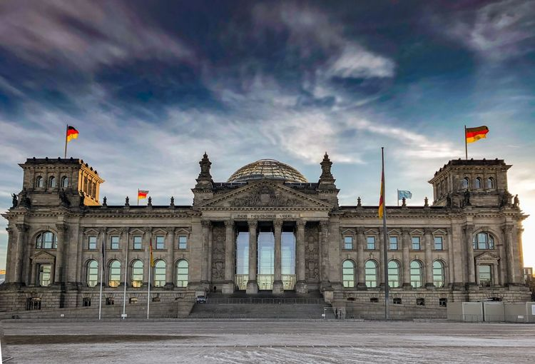 Reichstag City Earlymorning  Awesome Bulding Bluesky Architecture_collection Architecture Berlin Reichstag Travel Destinations Architectural Column Outdoors No People