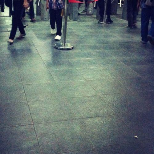 Walking Floor Trainstation People