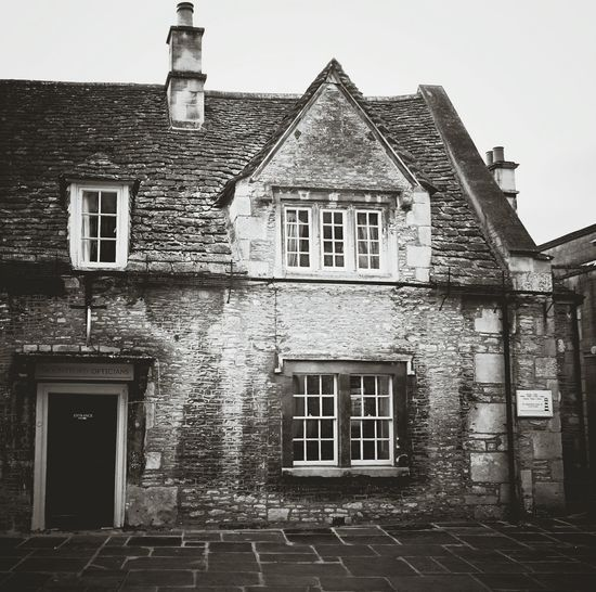 Architecture Building Exterior Cultures House Built Structure Outdoors No People EyeEm Best Shots Cotswolds Tourist Spot Stone Wall Black & White B/W Photography B/W Portrait Old Buildings Old But Awesome Corsham Oldbuilding Cottages England🇬🇧 English Heritage