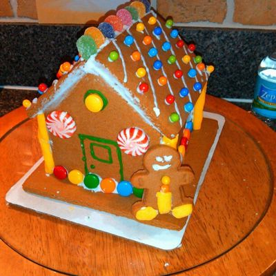 Badass gingerbread house :) @x0naiomi Swag Gingerbread Thuglyfe Sweets christmasgingygingyisdrunkcandygalore