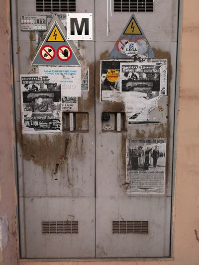 """""""Gas cabine"""" Text Communication No People Outdoors Day Close-up"""
