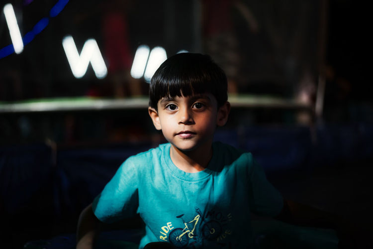 Close up of a kid Bangs Boys Casual Clothing Child Childhood Focus On Foreground Front View Indoors  Innocence Leisure Activity Lifestyles Looking At Camera Males  Men One Person Portrait Real People Smiling