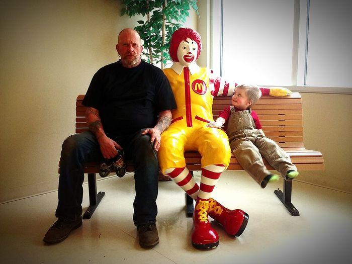 McDonald Statue Childrens Hospital Father & Son Bench Having Fun FamilyTime Taking Photos Pretendplay EyeEmNewHere