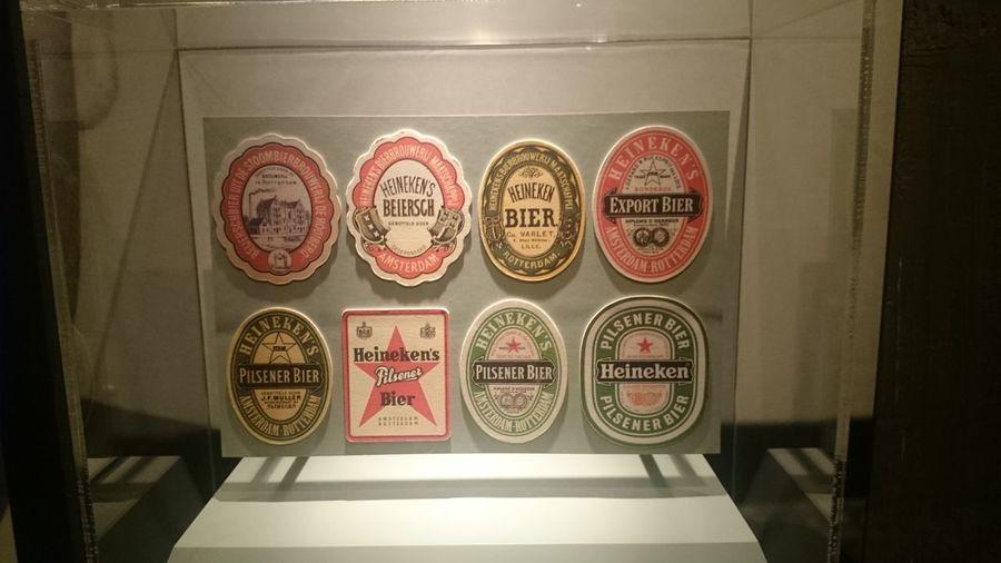 Los Distintos Posabasos que hay de la Cerveza Heineken en la Fábrica de la Cerveza Heineken en Amsterdan