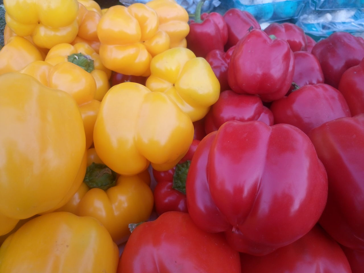 vegetable, food and drink, food, abundance, healthy eating, for sale, bell pepper, red bell pepper, no people, market stall, retail, variation, market, large group of objects, full frame, freshness, choice, day, backgrounds, multi colored, outdoors, close-up