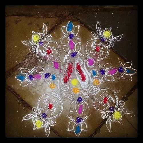 @justfortp Justfortp_weddings Justfortp_colourful decorative designs made at the door step for auspicious occasions. This was at my sister's wedding, I think. @vishtasp_p @earthling3m @theflyingscot