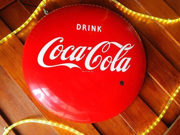 Lieblingsteil Cocacola Coca Cola Coca-cola Sign Coke Coke Collection Coca Cola Sign Lights Decor Red Indulgence Still Life Vintage Antique Vintage Signs Antique Signs