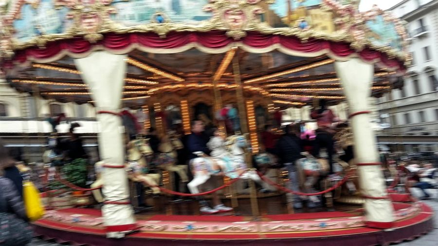 Capturing Motion Carousel Walking Around The City  Florence Firenze Carousel Horses Motion Ugly Photoes People