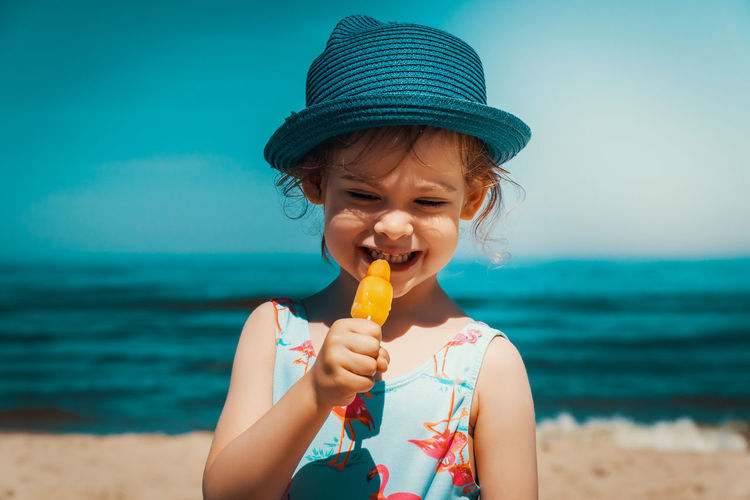 Summer Child Girl Kid Sea Beach Water Sky Ice Cream Front View Frozen Food Land Food And Drink Eating Sweet Food Holding Childhood Real People One Person Sweet Frozen Food Dairy Product Day Innocence Horizon Over Water Outdoors
