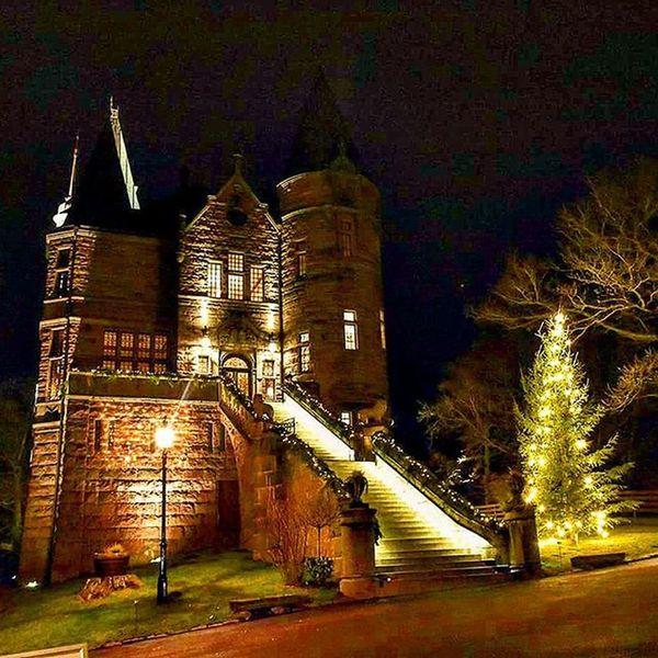 📷🏰 Växjö  Teleborgsslott Småland Beautiful Castle Picture Color Darkoutside Pic Colors Tagsforlikes Light Perfect Likes Sweden Lights Christmastree Tree Bulding Followme Enjoy Nikond7200 Stairs Awesome Colorful @awesome_pixels @mack3lito