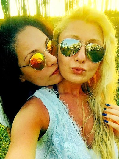 Beautiful Day Color Of Nature Selfie ✌ Trees Enjoying Life Hot Day Friendship Life Is Beautiful Summertime Blonde And Brunette Green Green Green!  Sunglasses Sunshine ☀ Relationships Love ♥ Kisses Beautiful Girls