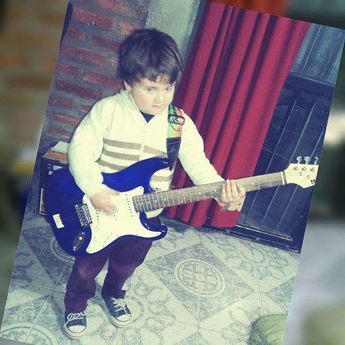 Esta pasión se lleva en la sangre y en el corazón♡ Brother Sister Hermanos Music Guitar Hipster Blue And Black Hermanito Benja Teamo Sos Mi Vida Instagood Instamoment Instalike Instabrothers Ampli Me Boring Viernes Pequeño Guitarrista como la hermana