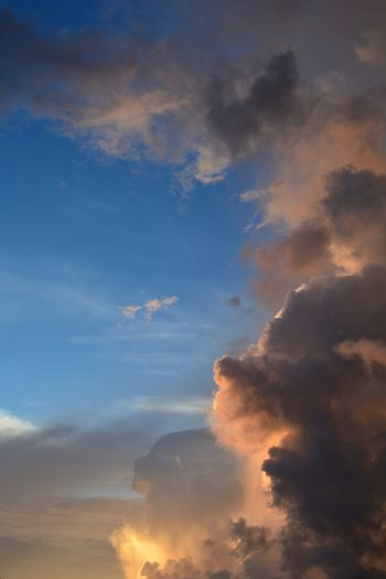 Dramatic morning sky Sunrise Morning Sky Twillight Dawn Dusk Sunset Blue Backgrounds Beauty Dramatic Sky Sky Cloud - Sky Sky Only Cloudscape Meteorology Atmospheric Mood Storm Cloud Moody Sky Thunderstorm Cumulus Cumulus Cloud Capture Tomorrow