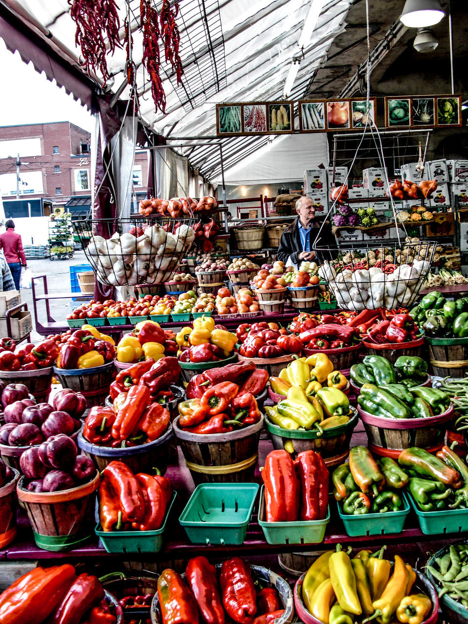 vegetable, market, food and drink, market stall, food, healthy eating, freshness, retail, for sale, abundance, day, variation, fruit, choice, outdoors, large group of objects, price tag, no people