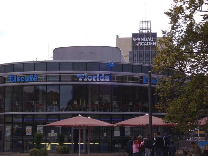 Spandau City, Berlin Florida Eiscafe Spandau Arcaden  Architecture Building Exterior Built Structure City Day Large Group Of People Outdoors People Real People Sky Text Tree