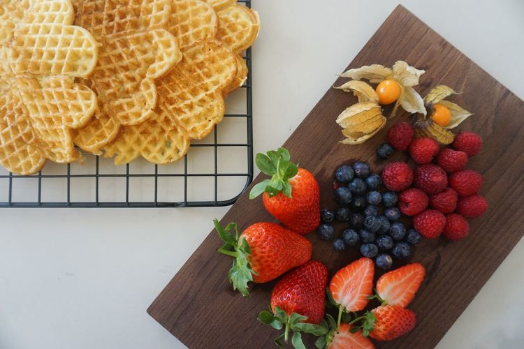 waffles and berries Strawberry Strawberries Berries Physalis Berry Fruit Raspberry Directly Above Waffle Waffles!! Waffle Time Waffel Fruit Variation Strawberry Sweet Food Close-up Food And Drink Blueberry Raspberry Berry Tart - Dessert Berry Fruit Slice Of Cake
