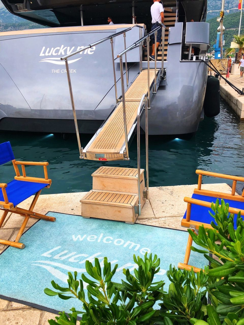 HIGH ANGLE VIEW OF TABLE AND CHAIRS AT SEA