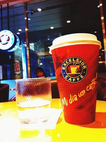 Mi dia un caffè !! 「コーヒーちょうだい‼︎」 このお店イタリア系のコンセプトだったのね…。それにしてもデカイw