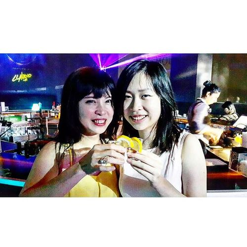 Club at the high ? Why not !! Tequila is the best accompanion for 1 shot at 1 of 50 best bar in the world. Asiabar Newasiabar Clubbing Liquor dj dance music singapore
