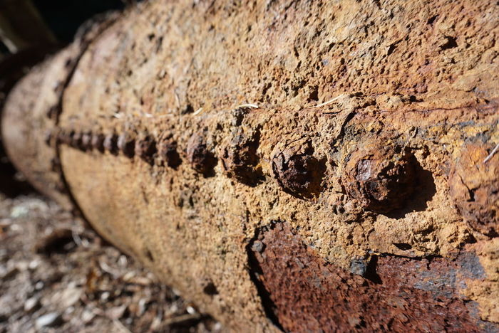 Foto: Val de Trail Close-up Worn Out Weathered Run-down Peeling Off Civilization