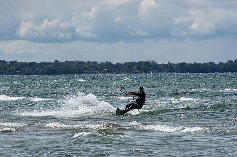 Kite Kitesurfer Kitesurf Board Sail Bythewater Lifeisbeautiful Lifestyle Sporty Enjoylife Rydebäckbeach Rydebäck Photooftheday Picoftheday Meandmycamera Veñ