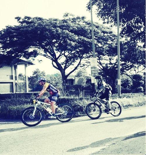 That's Me Biking not my pic but a pic of me a few minutes after the start of Kota Masai MTB Jamboree yesterday