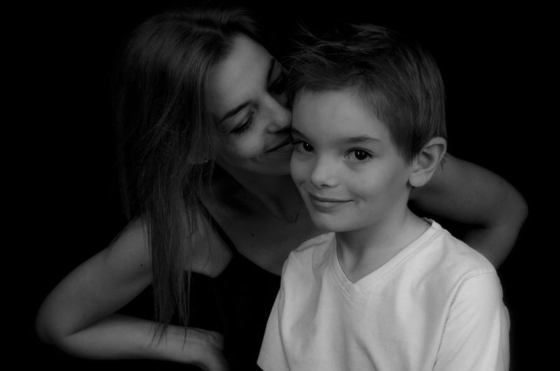 Anakin et sa maman. (shooting du jour, les garçons et leur maman). EE_Daily: Black And White Bw_collection Bw_portraits Bnw_society