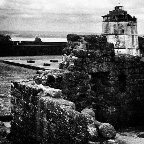 Augadafort Goa Fortress Indoportuguese 1613 Lighthouse FirstinASIA History Portugesearchitechture Goanhistory Travelgoa Goatourism Instatravel Instapassport _soi Indiaclicks Indiapictures Lonelyplanet Lonelyplanetindia Natgeotravel Natgeoexpeditions Incredibleindia Storiesofindia Blackandwhite