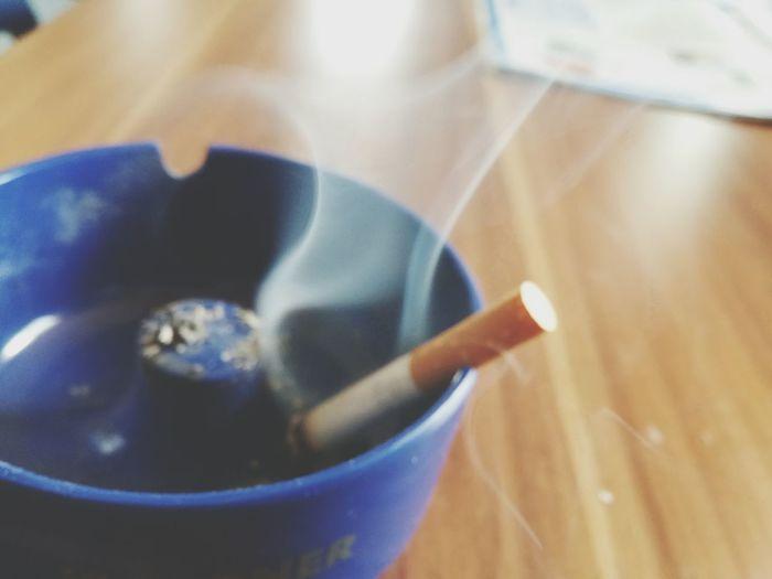 Das Leben verpufft in einem Atemzug. Zigarette Rauchen Rauch Spruch Leben&tod