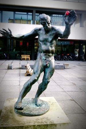 The new Adam Apple Bronze Statue 70s Art  University Campus Nude Statue Braunschweig Brunswick