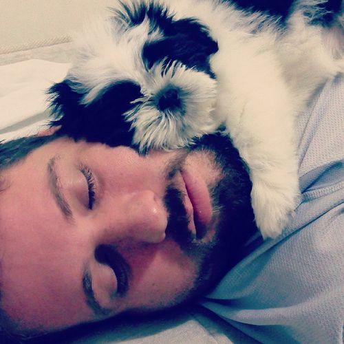 Posso com isso... Eu aqui arrumando a casa e esses 2 puxando uma soneca.. Hahahaha .. Amooo muito meus amores!!!!!. CAS Maridaomeu Sófaltaogatinho