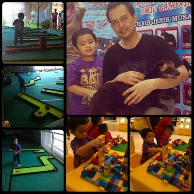 Having fun seharian bareng Razan... Mulai maen lego, mini golf, lari2 sampai maen binatang bareng. Capeeekkk..tapi fun puoolll... 😍😘